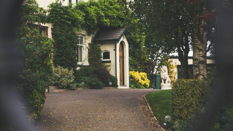 Assurer un prêt immobilier après 60 ans : des alternatives à connaître